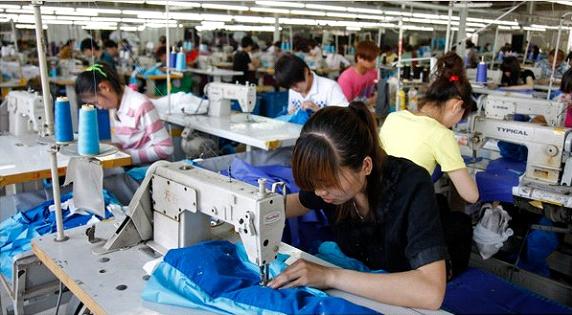 Có nên sử dụng dịch vụ may áo thun đồng phục tại công ty Loan Thanh